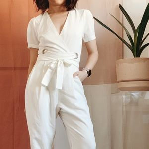 🆕 {{dee elly}} White Tie-Front Jumpsuit